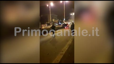 Incidente mortale a Genova, il video dei cittadini eroi che salvano il superstite