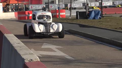 Legend Cars, youtuber al volante sul circuito di Automotoracing